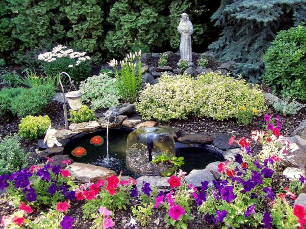 Koolscapes KSPK-84 84-Gallon Pond Kit, 6x6' Pond Liner, 200GHP Filter Free Pump, 3 Tier Fountain Water Bell Head, Flow Control, 2 Lilies, Manual