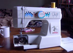 Elna Elnita Graffiti 230 FS Freearm Mechanical Sewing Machine, 1 Dial, 8 Stitches, Buttonhole, Bobbin Winder, HandWheel with Push Pull Clutch, Handle