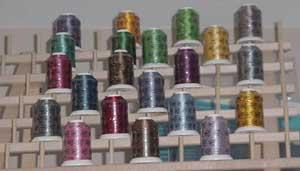 Robison Anton 21x700Yd Twister Tweed Variegated Rayon Embroidery 40wt Threads +60 Spool Wood Rack Stand