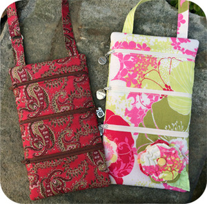 2 sizes of purses are included in this set.