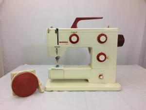 bernina, Bernina Refurb 900 Nova Mechanical Sewing Machine, Buttonhole, Buttonhole, Drop Feed for Free Motion Work, Adjust Stitch Width and Length