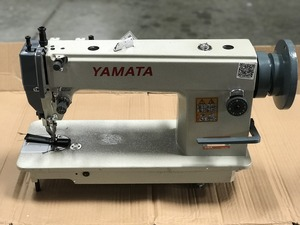 99549: Yamata FY0302 Walking Foot Upholstery Sewing Machine +Knock Down Stand