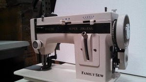 "Family Sew FS288ZZ 7""Arm Straight Stitch and 5mm Zigzag Walking Foot All Metal Portable Upholstery Sewing Machine"