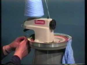 2549: Hague Linker D280H Hand Crank Seam Finish Knit Panels Edges Necklines
