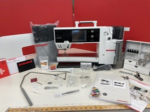 Bernina 820QE Demo Sewing, Embroidery and Quilting Machine