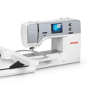 65493: Bernina 770QE+E Quilters Edition +Embroidery Module Machine, Dual Feed, BSR